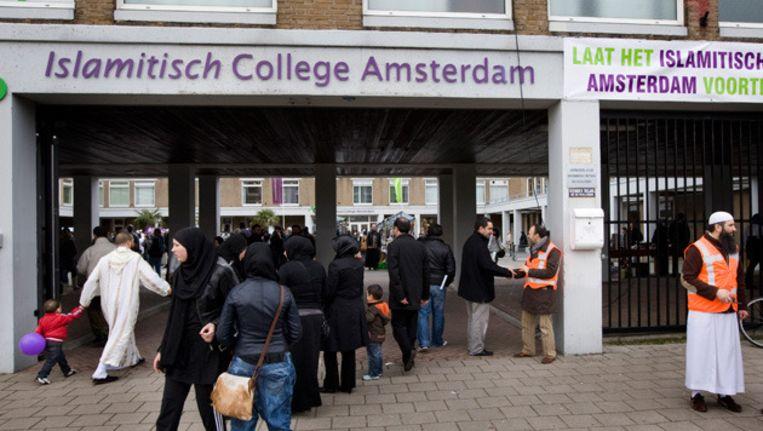 De nieuwe stichting wil de school weer huisvesten in het oude ICA-gebouw in de Jacob Geelstraat. Dat lijkt niet waarschijnlijk. Stadsdeel Nieuw-West wil het pand een nieuwe bestemming geven. © anp Beeld