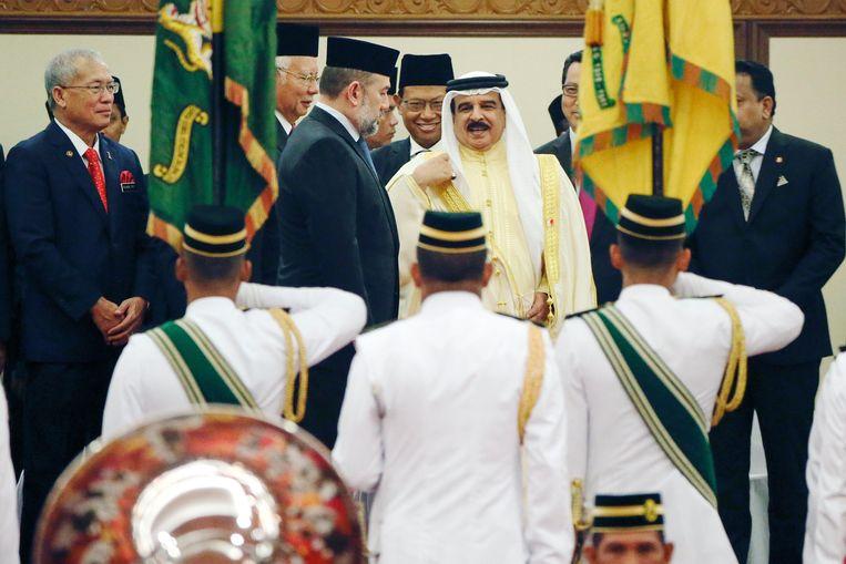 Hamad Isa Al Khalifa, koning van Bahrein (centraal). Beeld EPA