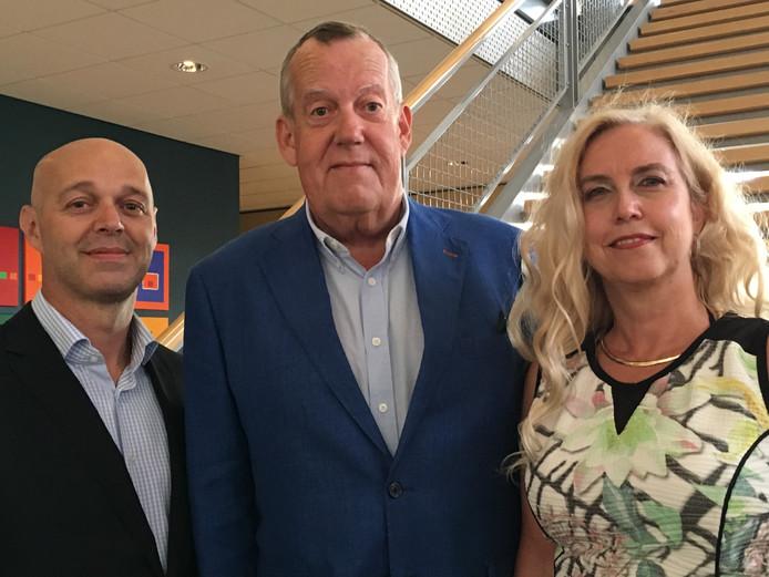 Harry van Rooijen (midden) Wilma Wagenaars (rechts) en Pieter van Wel.