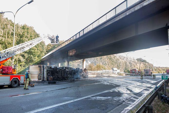Een vrachtwagen die uitbrandde onder de brug over Drasop zorgde er voor dat de straat al twee jaar afgesloten is.