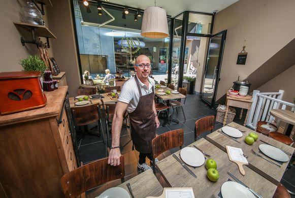 Mario Dhont opent Foodbar M in de Sint-Jansstraat.