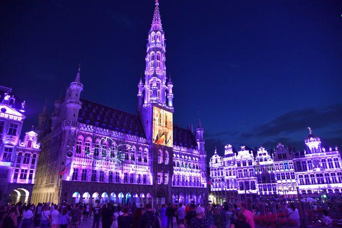 Het klank- en lichtspel op de Grote Markt in Brussel.