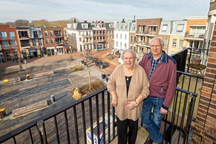 Het echtpaar Jan en Wil Tuinenburg is verhuisd van een eengezinswoning naar een appartement aan het Thorbeckeplein.