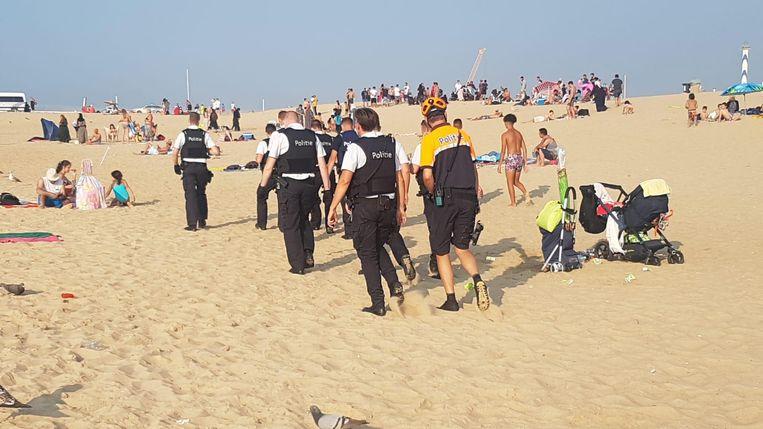Politie op het strand van Oostende.
