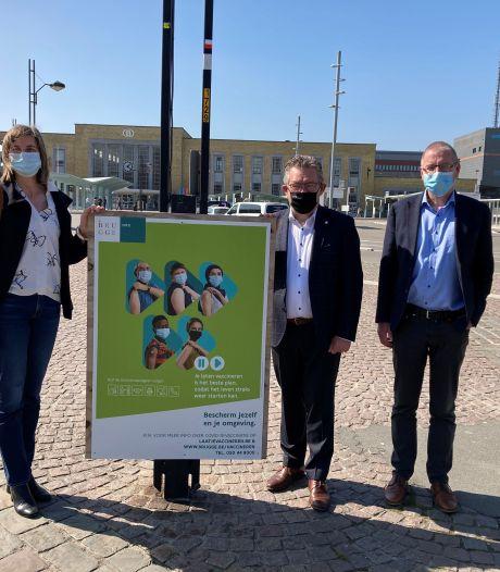 """Affichecampagne moet Bruggelingen aansporen om zich te laten vaccineren: """"Nog geen half vaccin ging verloren"""""""