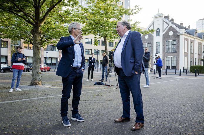 De Graafschap-directeur Hans Martijn Ostendorp (rechts) en Eric Gudde, directeur betaald voetbal bij de KNVB, gaan maandag weer om tafel.