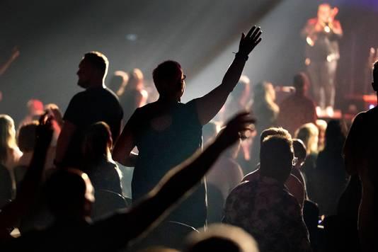 Dre Hazes op het podium van Main Stage in coronatijd.