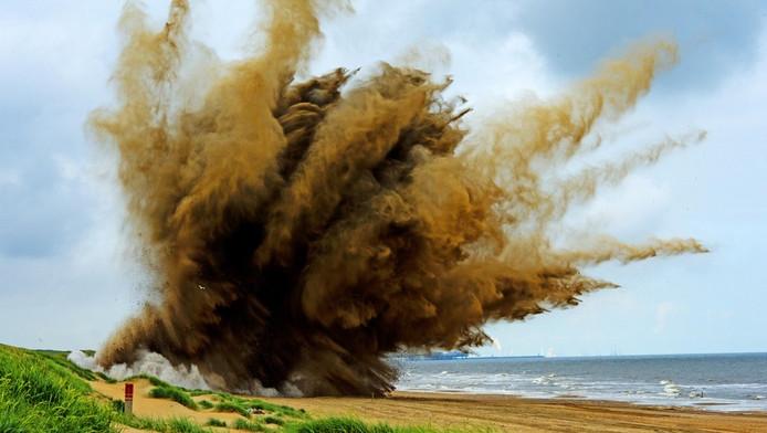 Een explosief uit de Tweede Wereldoorlog wordt bij Wassenaar tot ontploffing gebracht
