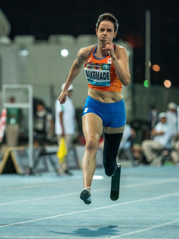 Op de eerste WK waaraan Kimberly Alkemade meedeed, won ze afgelopen maand twee medailles. Tokio is in zicht.
