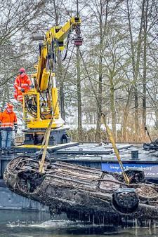 Gemeente vindt twee auto's in kanaal bij Helmond, lagen al maanden op de bodem