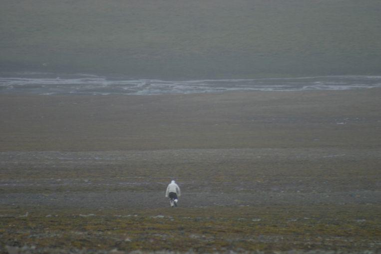 Eigil Reimers op Spitsbergen op zoek naar rendieren. Beeld Foto M. Kardel