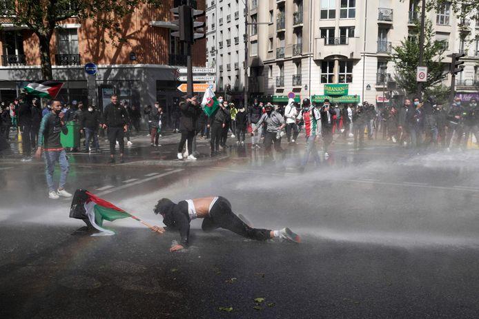 In Parijs greep de politie hard in tegen betogers