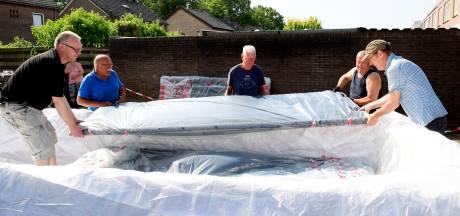 Dalfsenaren trekken asbest van hun dak