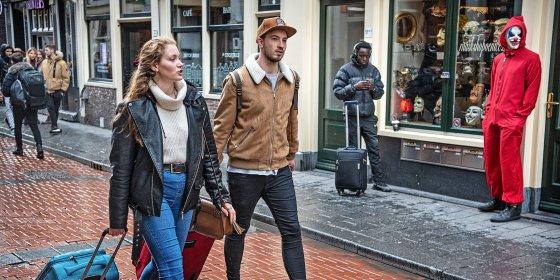 Op zoek naar illegale vakantieadresjes in Amsterdam