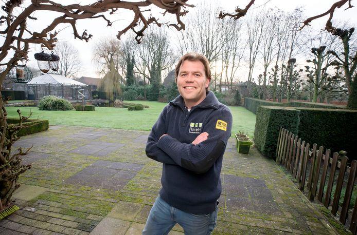 Hovenier Marcel Hovers krijgt nu al massaal aanvragen, want we willen ons tuintje leuk hebben in het voorjaar.