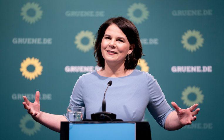 Annalena Baerbock, leider van De Groenen, op een persconferentie op 17 mei. Volgens peilingen zou haar partij de grootste kunnen worden.   Beeld AP