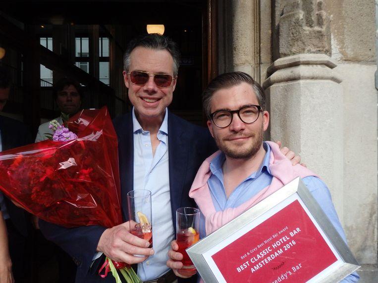 Menno Born (l, Christian Dior) en François-Léon van der Velden (Glamourland Nieuws), ambassadeurs van Freddy's Bar/De L'Europe (De beste klassieke hotelbar). Beeld Schuim