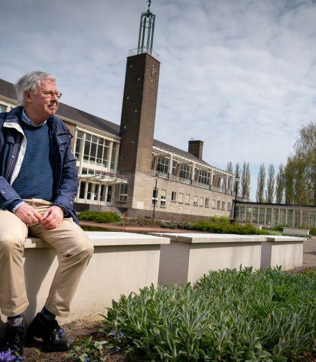 Vuistdik boek van voormalige geschiedenisleraar over 200 jaar stedelijk gymnasium in Arnhem