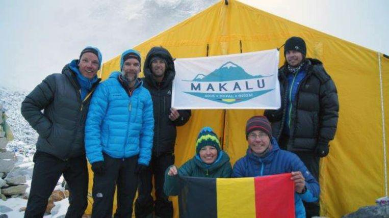 Kiné Stef Maginelle (links) samen met zijn patiënt Stef Wolput in het basecamp (tekst Kenny). repro Vertommen