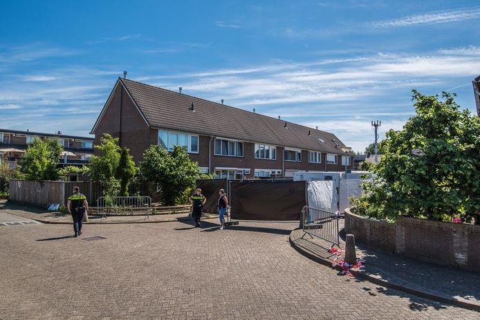 Onderzoek in pand aan Jan Vermeerstraat waar een baby onder verdachte omstandigheden is overleden.