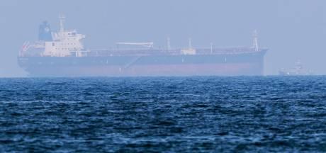 Vier of vijf tankers stuurloos in Golf van Oman, mogelijk kaping volgens