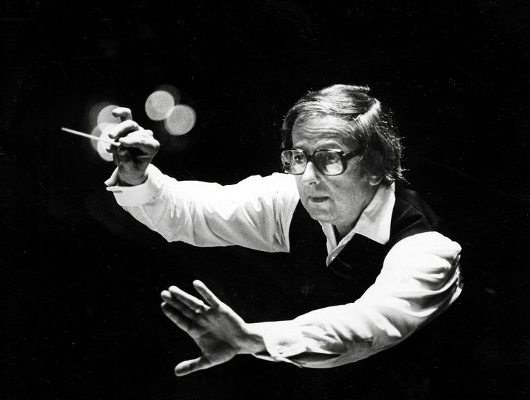 Andre Previn dirigeert het Pittsburgh Symphony Orchestra, 1984. Beeld AP