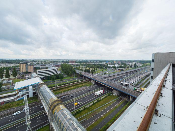 Zoetermeer vanaf dak Crown Business Center (voormalig FME) met uitzicht over A12 en Mandelabrug