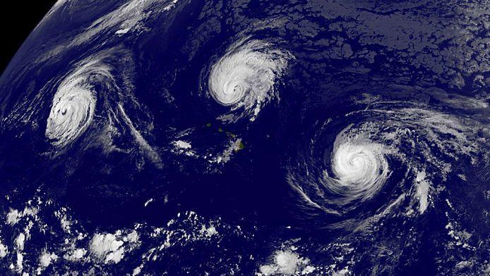 Trois typhons dans l'océan Pacifique (novembre 2015)