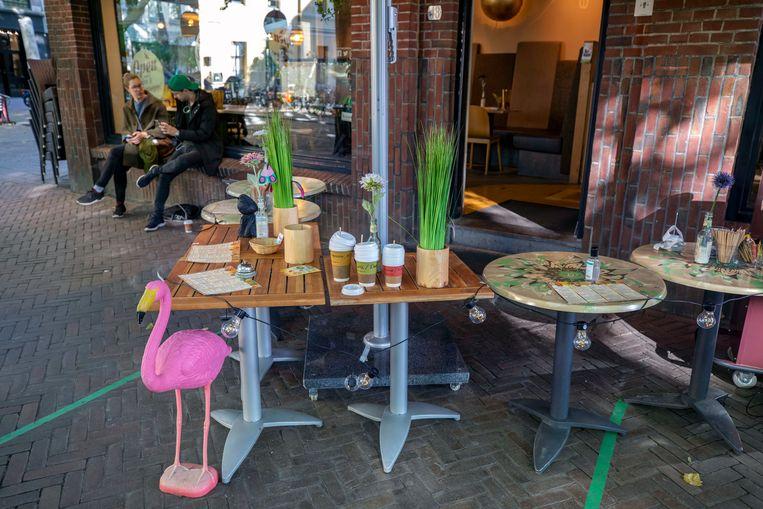 Een horecazaak in Utrecht biedt nu afhaaldranken en -maaltijden aan. Beeld Werry Crone