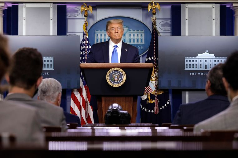 Trump tijdens een persconferentie in het Witte Huis. Beeld EPA