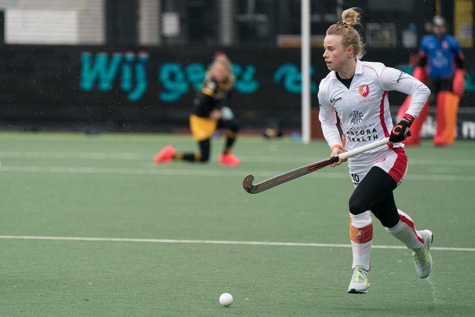 Oranje-Rood-captain Lisa Scheerlinck zet een aanval van haar ploeg op. Na rust speelde Oranje-Rood sterk tegen Den Bosch.