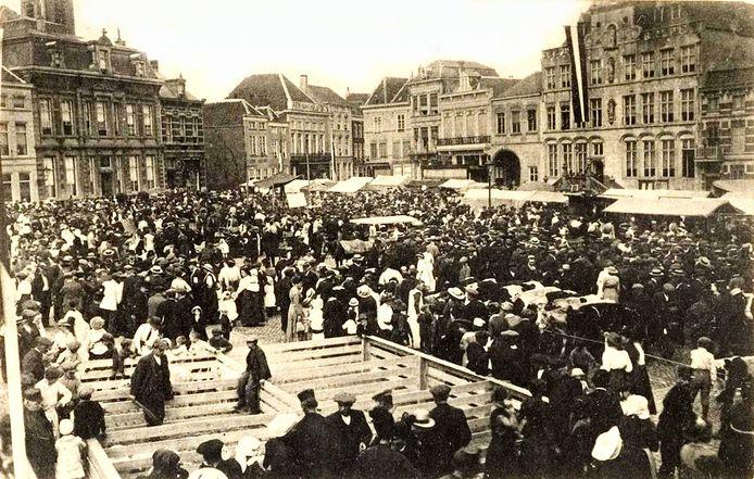 Op 10 augustus 1916 vond op de Grote Markt de eerste weekmarkt plaats.