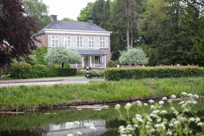 Huize Moerheim in Dedemsvaart staat te koop.
