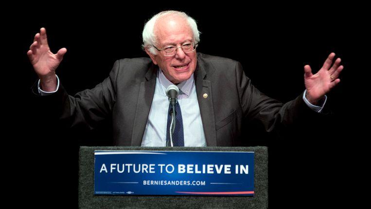 Bernie Sanders roept zijn aanhangers op om voor Hillary Clinton en Tim Kaine te stemmen. Beeld AP