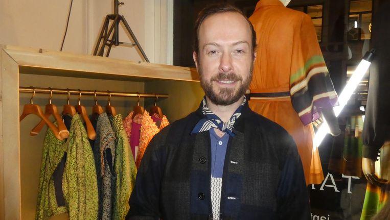 Ontwerper Jan Taminiau, bij een wezenlijk deel van zijn ready to wearcollectie. Beeld Hans van der Beek