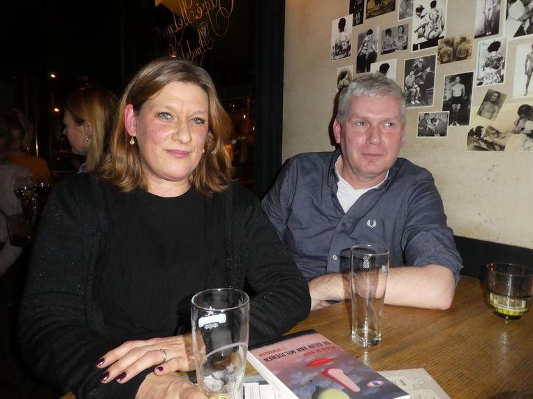 Queridoredacteur Josje Kraamer en haar man/literair recensent Arie Storm, gevreesd door velen, nu een vrije avond. Beeld Hans van der Beek