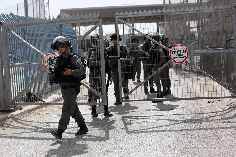 De Israëlische grenspolitie aan de Qalandia-checkpoint. Beeld AP