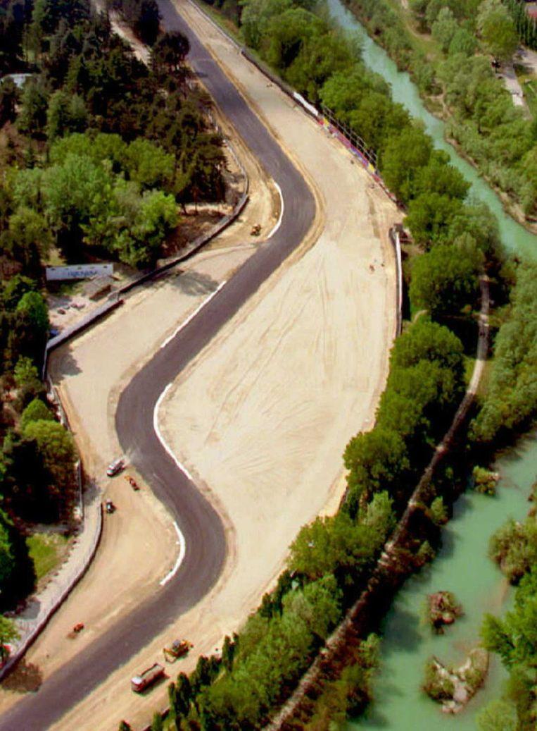 De beruchte Tamburello-bocht op het circuit van Imola. Beeld AFP