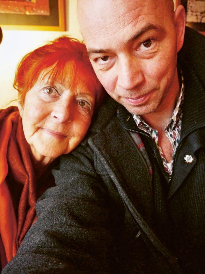 Tommy Wieringa en zijn moeder, uit eigen archief