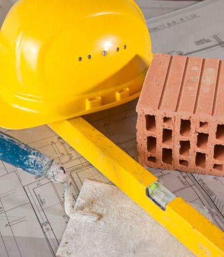 Experts die de kwaliteit van bouwplannen in Helmond beoordelen stappen boos en gefrustreerd op