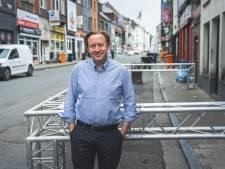 """Horeca Overpoort zet toch plexiglas op terras: """"Nu nog 400 mensen afbellen, nee dat doen we niet"""""""
