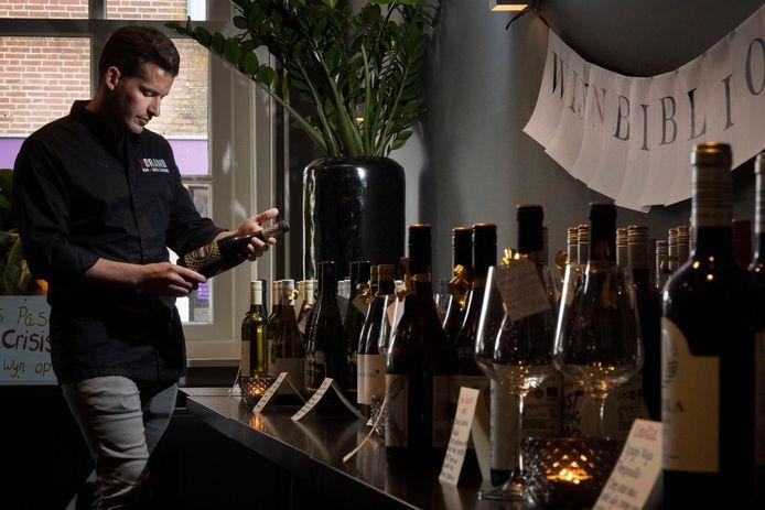 'Vandaag worden we blij van de wijnbibliotheek in restaurant Truffelaer.'