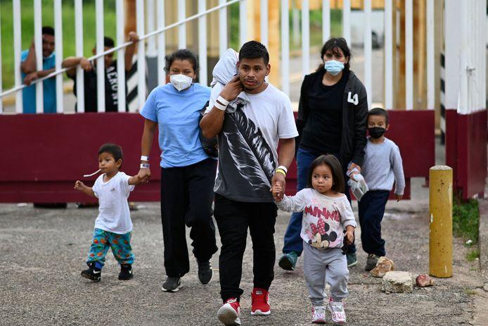 Migranten komen toe in Guatemala, na hun uitwijzing uit de VS en Mexico.