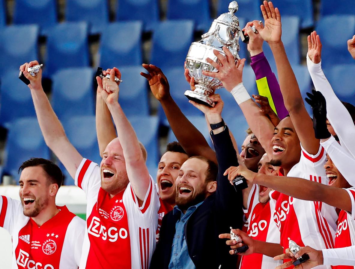 Ajax viert de bekerzege.