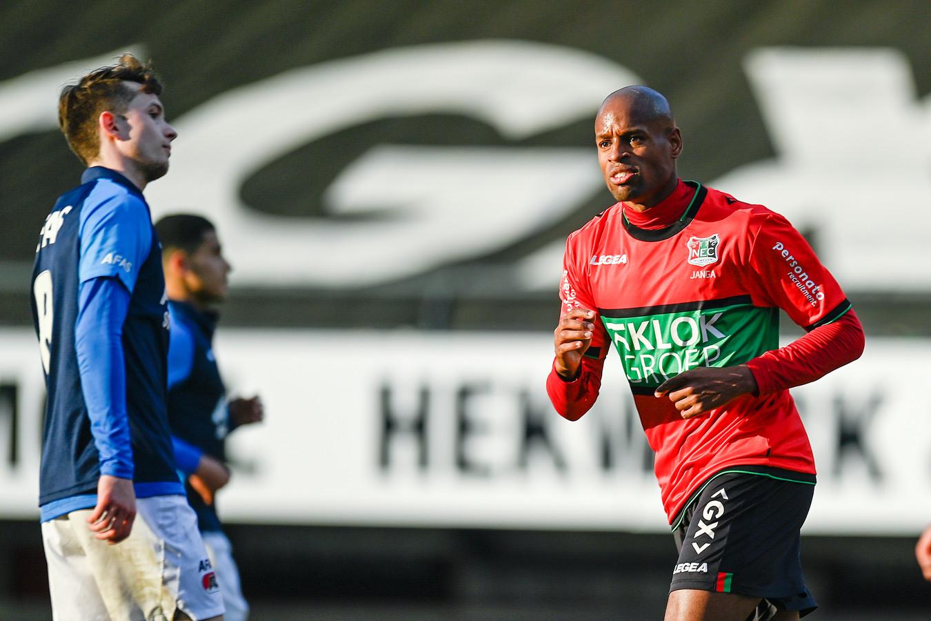 NEC-spits Rangelo Janga juicht na zijn treffer tegen Jong AZ.