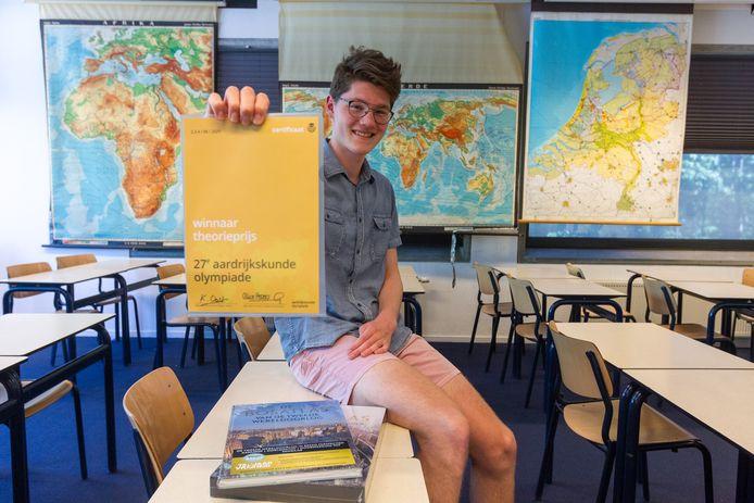 Jasper Hermsen won de theorieprijs van de aardrijkskundeolympiade.