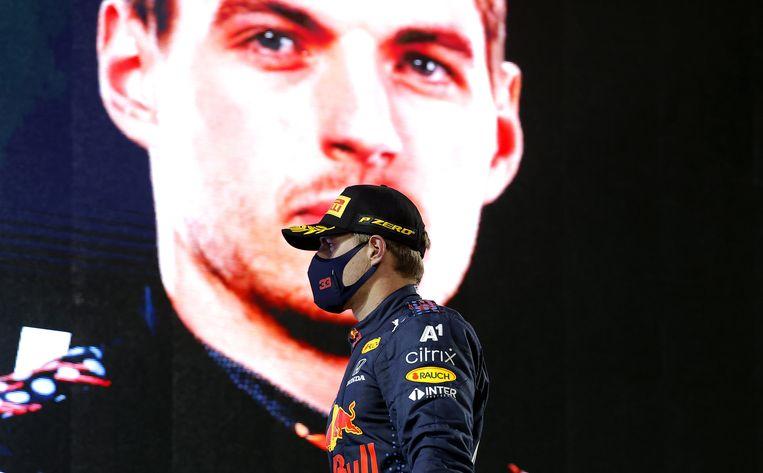 Max Verstappen op het erepodium in Bahrein. Beeld EPA