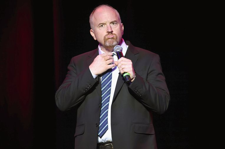 Comedian Louis C.K. performs on stage at Madison Square Garden on November 1, 2016 in New York City.  Beeld WireImage