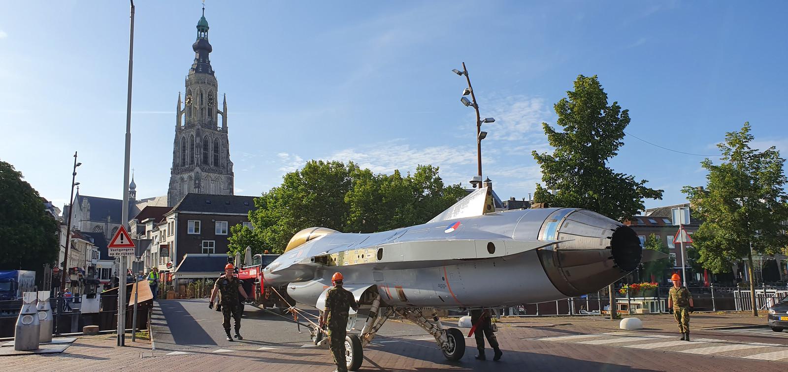 De F-16 is in Breda gearriveerd