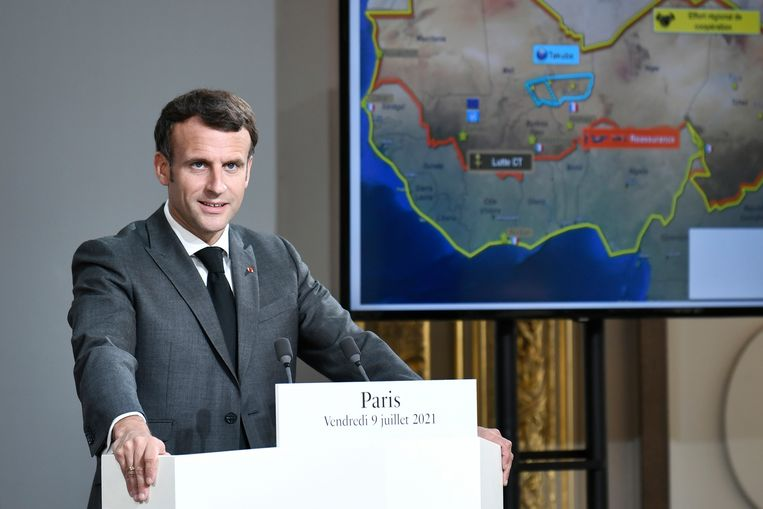 De Franse president Emmanuel Macron tijdens de videotop met de Sahel-landen. Beeld AP